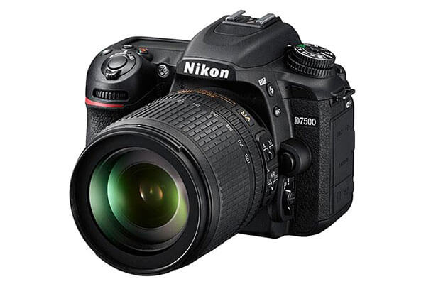 Nikon D7500 with 18-105mm Lens